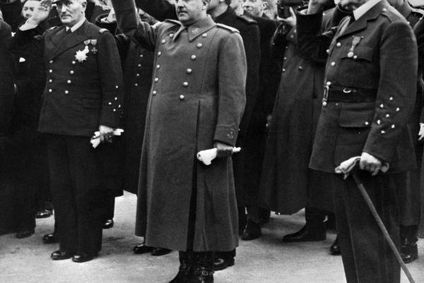Rencontre entre Philippe Pétain (à droite) et le général Franco (au centre, le bras levé) en 1941 à Montpellier. Les deux chefs d'Etat se sont connus lors de la guerre du Rif au Maroc.