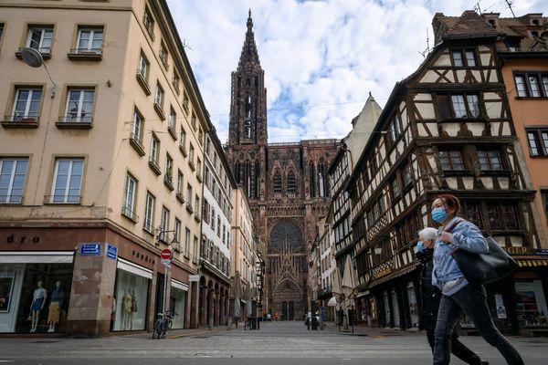 Désormais, autour de la cathédrale de Strasbourg, il faut porter un masque.