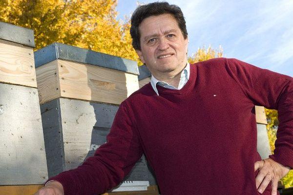 Au congrès apicole Clermont-Ferrand, le professeur argentin Norberto Garcia a mis en garde contre les contrefaçons de miel.
