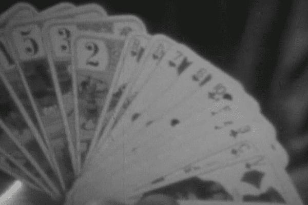 """Une fois par semaine, les """"anciens"""" refont les matchs autour d'une partie de cartes."""