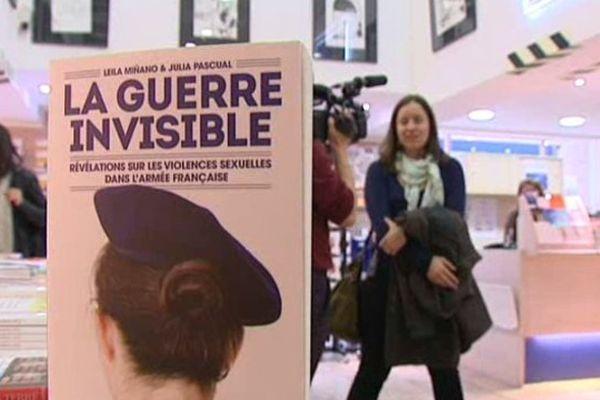 """""""La guerre invisible"""" aux éditions Les Arènes et Causette"""