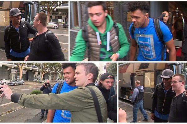 Les joueurs sont arrivés en bus devant l'Hôtel de l'Hermitage Gantois.