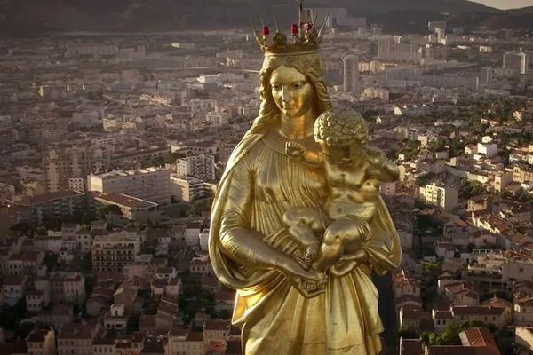 La basilique Notre Dame de la Garde surplombe la cité phocéenne.