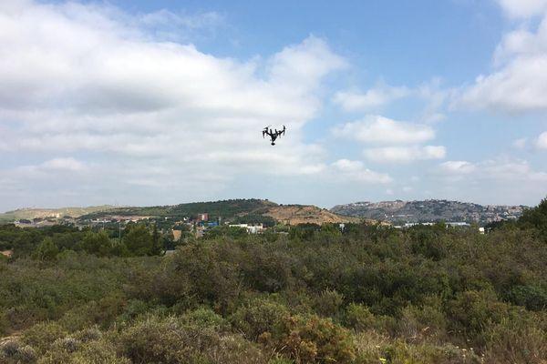 Entre l'A9 et l'A61 à Narbonne, ce drone va survoler la zone jusqu'à 17 heures.