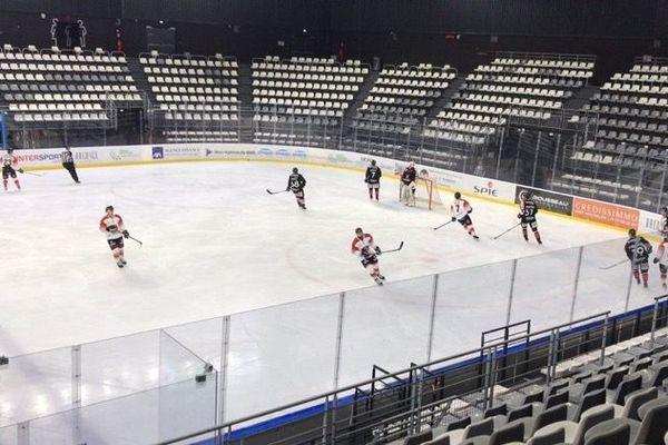 Les Gothiques d'Amiens ont dû jouer leur deux derniers matchs des quarts de finale des play-offs à huis clos à Cergy-Pontoise à cause de l'épidémie de coronavirus mardi 10 et mercredi 11 mars 2020
