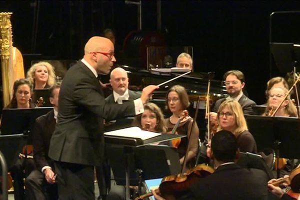 Le chef d'orchestre Enrique Mazzola.