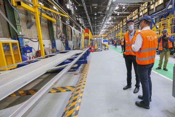 Sur le site d'Alstom La Rochelle a débuté la construction des voitures du TGV du futur.