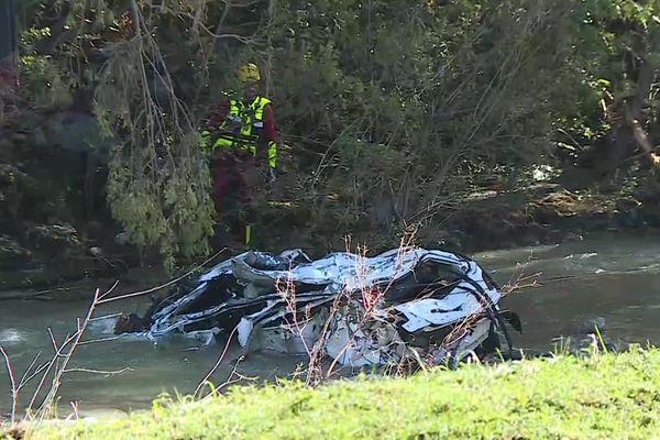 La voiture de l'infirmière emportée par la crue retrouvée dans le fleuve Hérault.