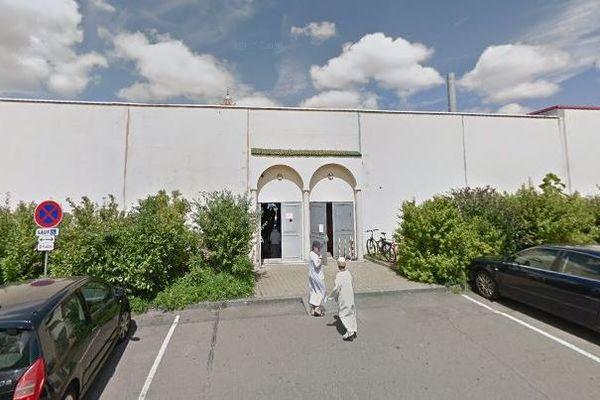 Comme les autres lieux de culte et à l'image de la mosquée An Nour de Dijon, les mosquées sont fermées.
