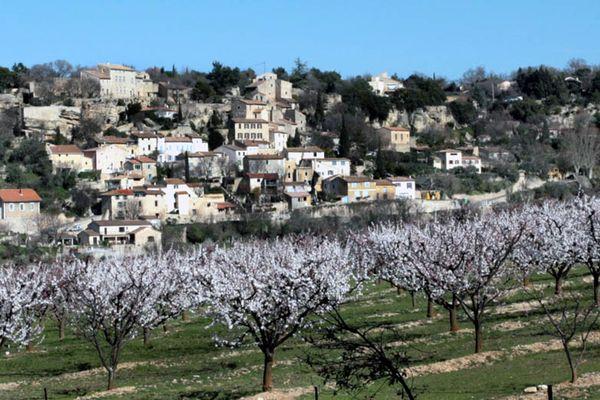 La commune de La-Roque-sur-Pernes, dans le Vaucluse, où se sont établis des dizaines de Banatais, à partir de 1950.