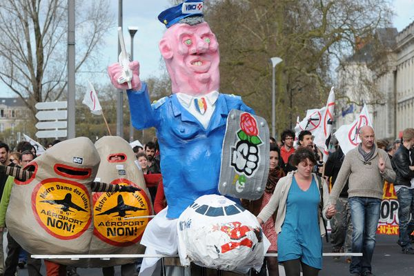Manifestation contre l'aéroport devant la préfecture de Loire-Atlantique à Nantes le 15 avril.