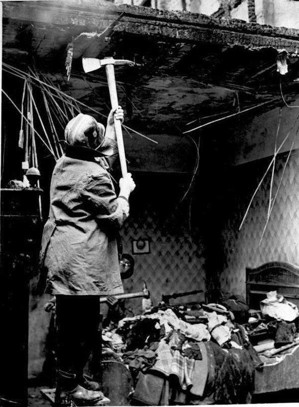Les dégâts après un bombardement britannique à Berlin dans la nuit du 28 au 29 août 1940.