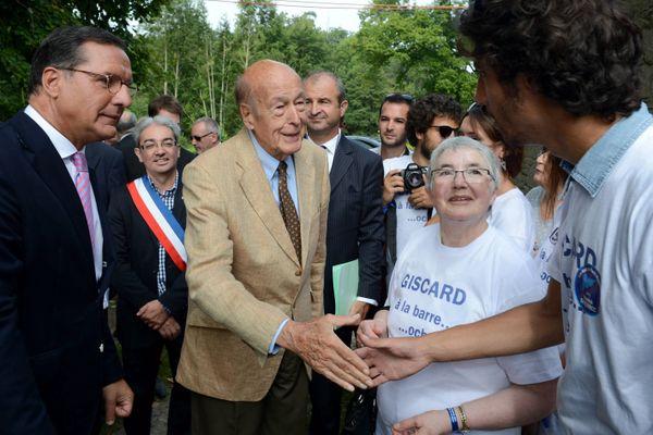 C'était le 7 septembre 2014, Valéry Giscard d'Estaing était venu à la Baroche-Gondoin, en Mayenne, à l'invitation de Yannick Favennec (à gauche).