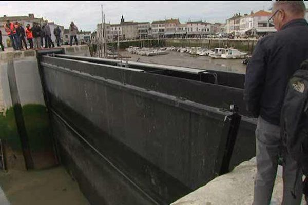 La porte anti-submersion du port de la Flotte-en-Ré a été testée avec succès.
