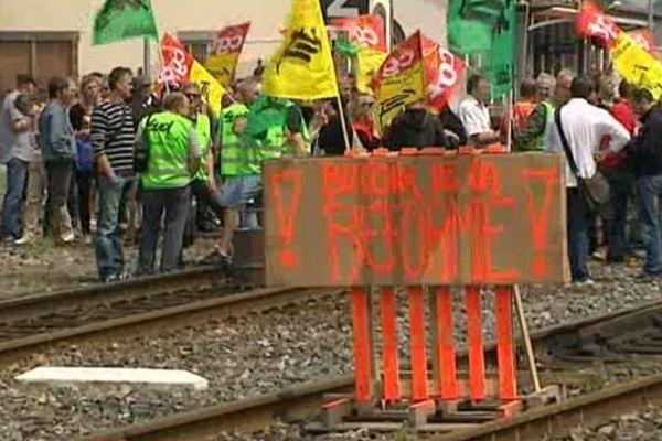 La grève des cheminots a été reconduite pour la journée du 19 juin par les syndicats CGT Cheminots et Sud-Rail.