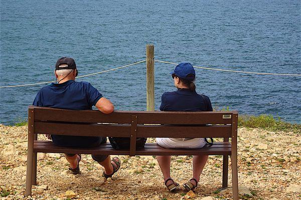 En 2040, 40 % des ménages bretons seraient des ménages âgés. Cette part atteindrait même près de 50 % dans les territoires déjà vieillissants aujourd'hui, au centre et à l'ouest de la Bretagne.