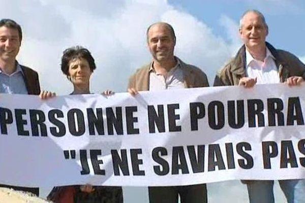 Les Verts, avec notamment Gérard Onesta à droite, sur le site de la future gare TGV de la Mogère - 20 avril 2015