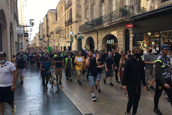 Le cortège des gilets jaunes de retour dans la rue Sainte-Catherine à Bordeaux, samedi 12 septembre.