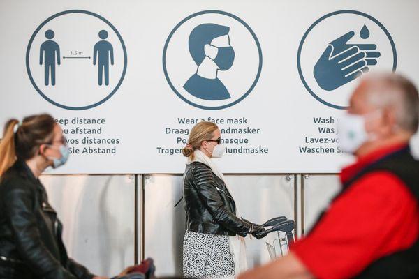Dans l'aéroport de Bruxelles-Zaventem, port du masque obligatoire