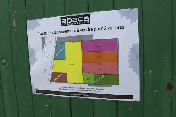 Faute de garage, il y a la solution des emplacements privés. Comptez 86.000 euros pour deux places de parking.