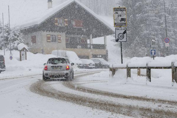 Des chutes de neige à La Clusaz, en Haute-Savoie, le 23 janvier 2021.