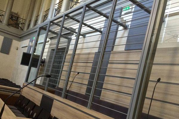 Illustration de box à barreaux contestés par les avocats, ici au tribunal d'Alençon