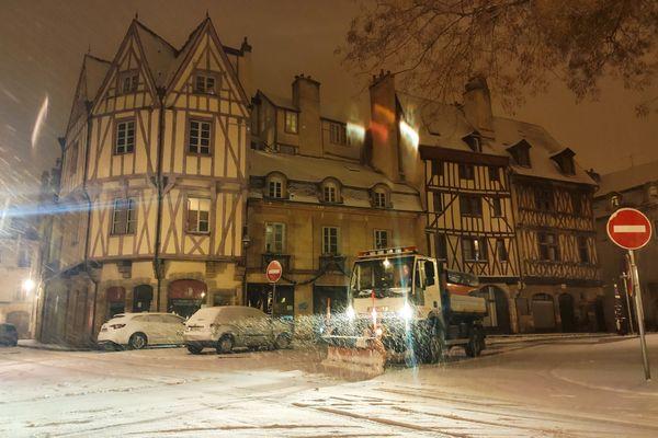 La rue Auguste-Comte de Dijon sous la neige, le 16 janvier 2021.