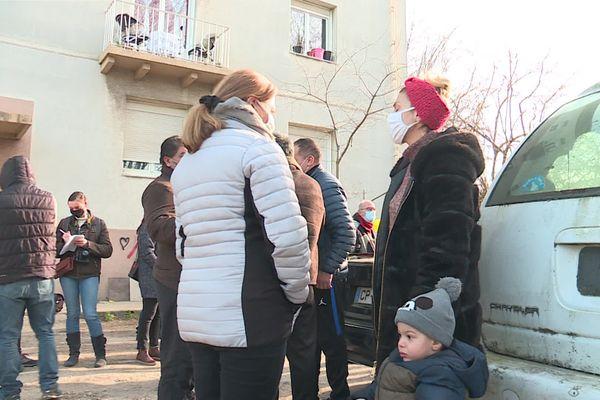 Rassemblement de soutien mardi 12 janvier pour une dizaine de familles menacées d'expulsion. Elles occupent des logements vides, auparavant utilisés par des cheminots.