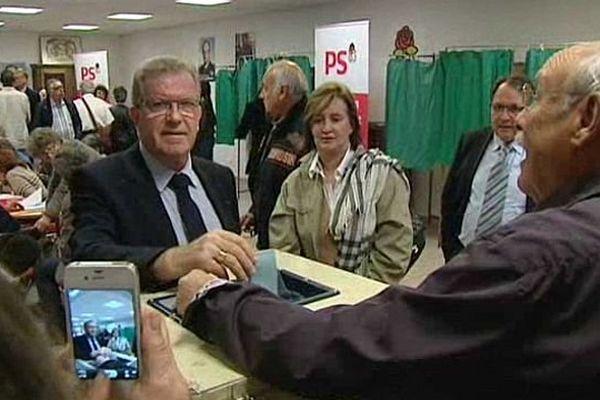 Montpellier - Jean-Pierre Moure vote pour les primaires du PS - 10 octobre 2013.