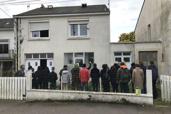 Le collectif Urgence Sociale - Plus jamais sans Toit, réunissant une vingtaine d'associations, a pris possession de deux maisons vides aux 107 et 109 boulevard Jean de Nayman, à Saint-Nazaire