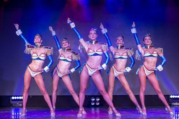 La troupe de danseuse du cabaret.