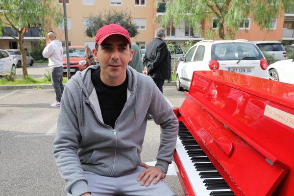 Steve Villa-Massone est pianiste et compositeur. Il a participé à des projets musicaux notamment avec le rappeur de Nice, Kaotik. Ici, lors du tournage du clip en mars dernier.