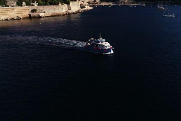 A Villefranche, tous les jours la Sagitta 3 prend la mer pour une mission de prélèvement de plancton.