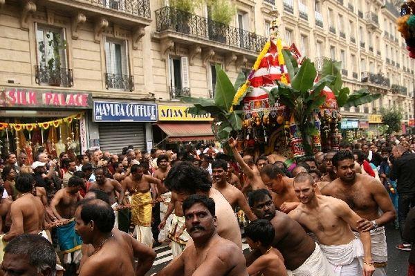 Pendant 4 heures, le défilé parcourra les rues du XVIIIème arrondissement en l'honneur du dieu Ganesh.