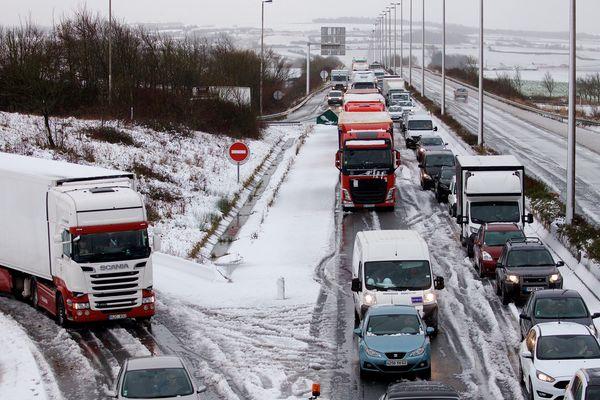 Pagaille sur l'A16 à cause de la neige en décembre 2017