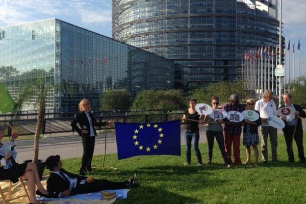 Happening de l'ONG Oxfam devant le Parlement européen