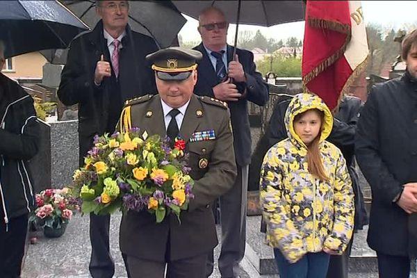 La cérémonie d'hommage s'est déroulée au cimetière de Vercel, dans le Doubs, en présence d'une délégation ukrainienne