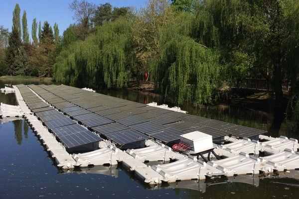Un parc de panneaux solaires flottants