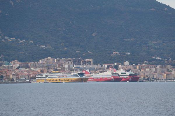 Pour la liaison Ajaccio-Marseille, Corsica Linea et La Méridionale ont déposé une offre commune. Corsica Ferries se porte candidate sur l'ensemble des cinq lignes.