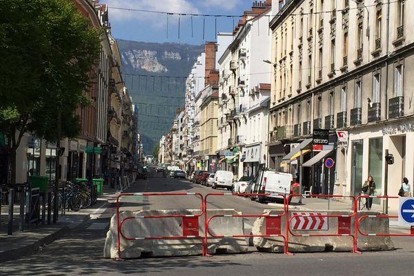 Le Cours Berriat n'est plus qu'à sens unique depuis le 18 avril, à Grenoble.
