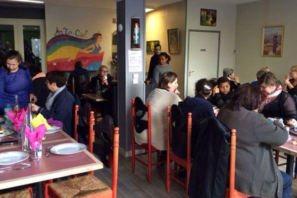 """Le premier déjeuner au restaurant """"l'arc-en-ciel"""" à Elbeuf"""