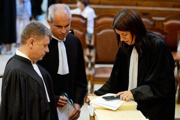 De gauche à droite : Me Luc Abratkiewicz, Me Jean-Marc Darrigade et Me Christine D'Arrigo, avocats de la défense, aux assises de l'Hérault, à Montpellier, pour le procès de Marc Féral - 28 juin 2016