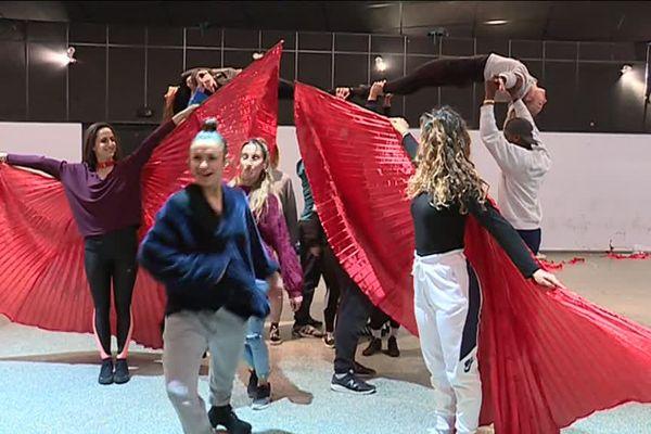 Les coulisses des derniers jours de répétition de la BAT du Carnaval de Nice.