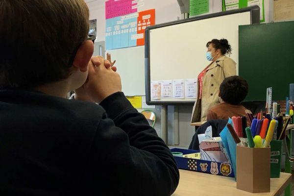 Après le coronavirus, les règles de distanciation respectées dans l'école de Meilards en Corrèze