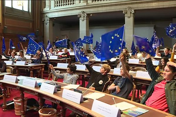 Des collégiens de toute la Côte-d'Or ont parlé d'Europe ce 9 mai.