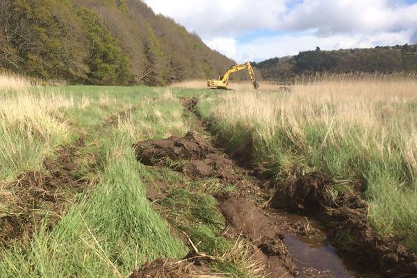 Des fouilles ont lieu avec pelleteuse à Pont-de-Buis-lès-Quimerch