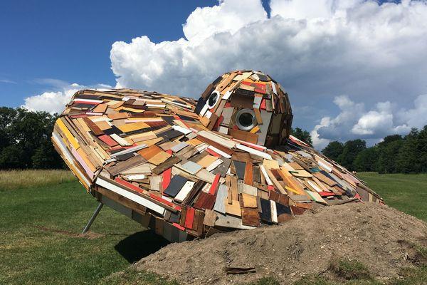 La soucoupe volante créée par l'artiste parisien Roland Cros.