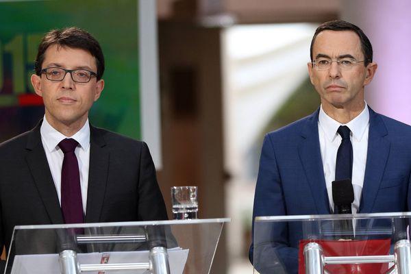 Le socialiste Christophe Clergeau (à gauche) et le Républicain Bruno Retailleau (à droite), têtes de liste aux régionales 2015 en Pays de la Loire, lors du débat télévisé avant le 1er Tour du scrutin, à l'Hôtel de Région.
