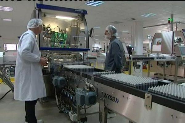 Evreux - Vue d'une des salles du site de production de médicaments du laboratoire  GSK (GlaxoSmithKline) – Archives