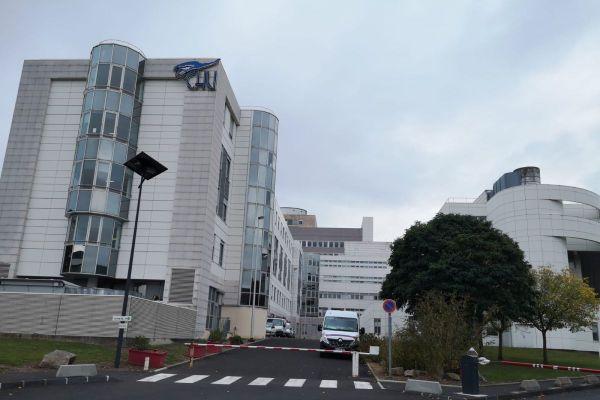 Les visites aux malades au CHU de Clermont-Ferrand sont réglementées suite au passage au niveau 1 du plan blanc, dans le contexte d'épidémie de COVID 19.